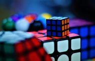 Hitta din IQ-utmaning i Rubiks kub eller en spännande variant av det utmanande 3D pusslet