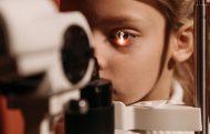 Gör synundersökning och hitta rätt bågar hos optiker i Södertälje